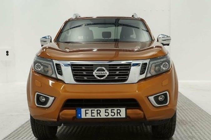 Billig biluthyrning av Nissan Navara med GPS i närheten av 172 75 Duvbo.