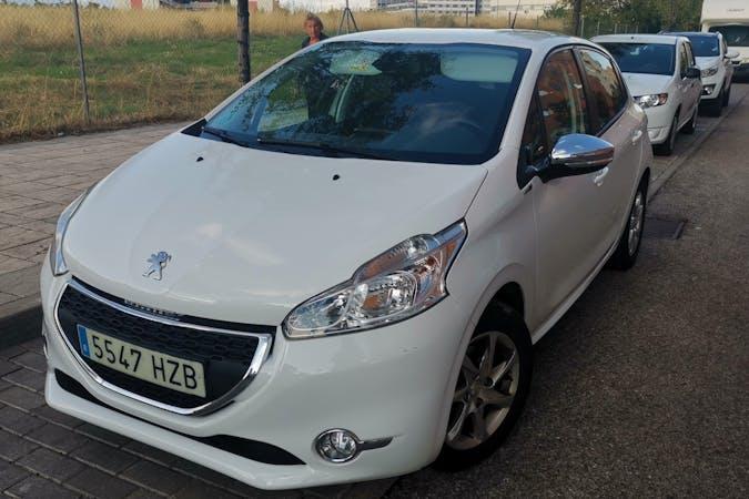Alquiler barato de Peugeot 208 con equipamiento Fijaciones Isofix cerca de 28053 Madrid.