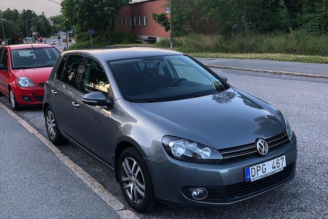 Billig biluthyrning av Volkswagen Golf i närheten av 123 59 Farsta distrikt.