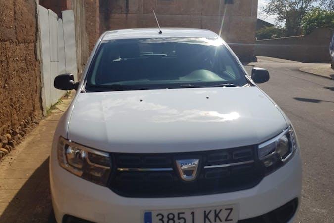 Alquiler barato de Dacia Sandero con equipamiento GPS cerca de 35600 Puerto del Rosario.