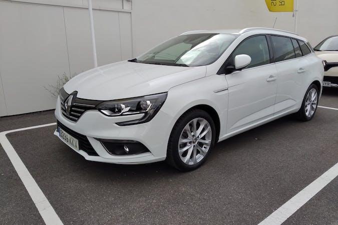 Alquiler barato de Renault Megane con equipamiento GPS cerca de 28028 Madrid.