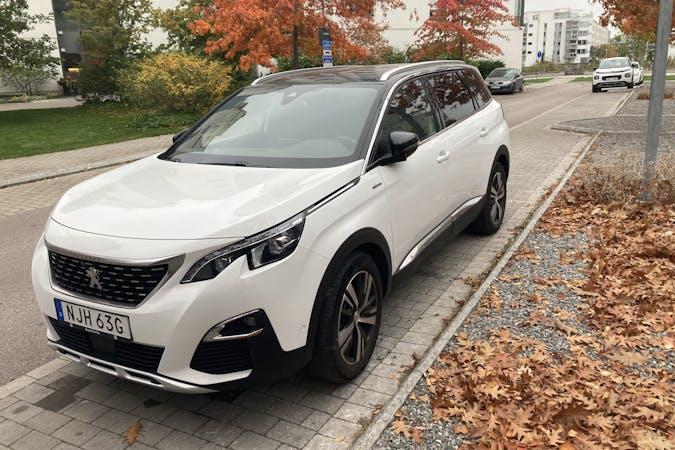 Billig biluthyrning av Peugeot 5008 med Isofix i närheten av 722 10 .