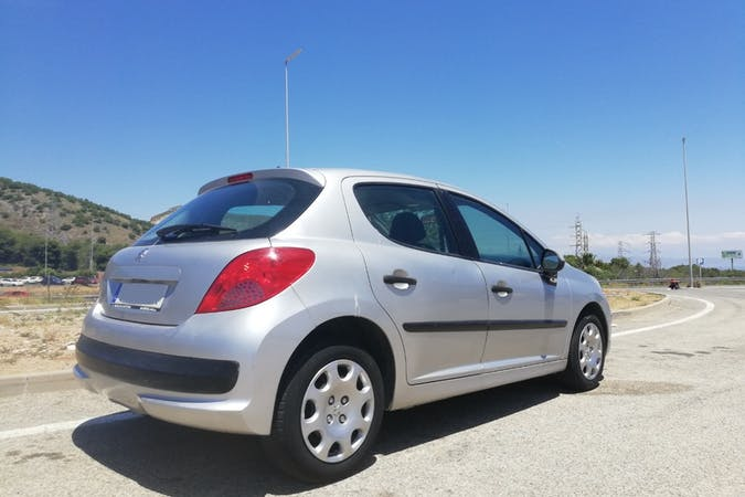 Alquiler barato de Peugeot 207 cerca de 29004 Málaga.