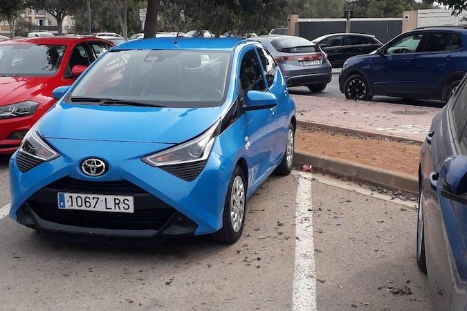 Alquiler barato de Toyota AYGO cerca de 07800 Eivissa.