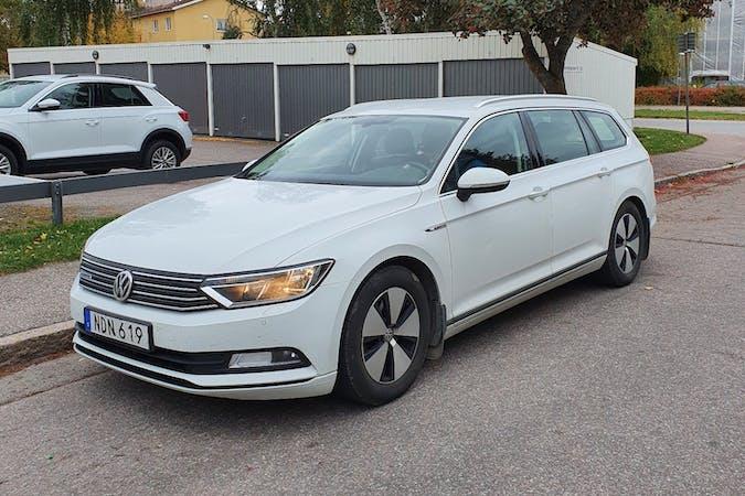 Billig biluthyrning av Volkswagen Passat med Isofix i närheten av 753 35 .