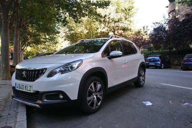 Alquiler barato de Peugeot 2008 con equipamiento GPS cerca de 28036 Madrid.