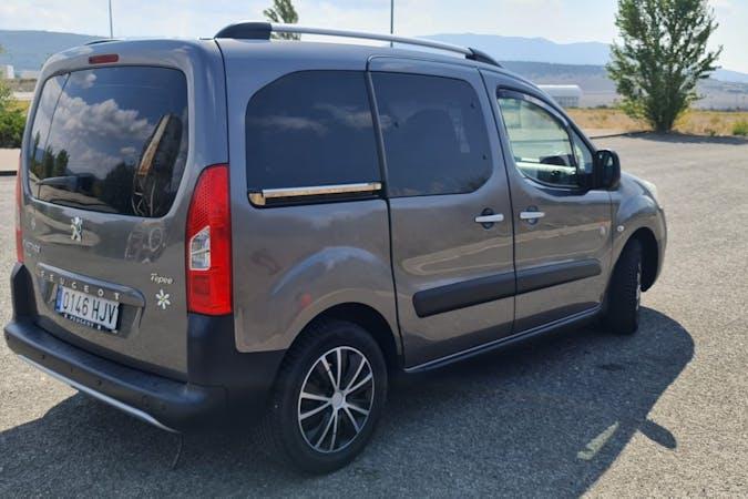Alquiler barato de Peugeot Partner con equipamiento GPS cerca de 39005 Santander.