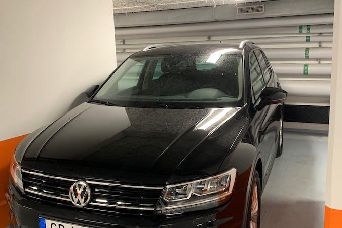 Billig biluthyrning av Volkswagen Tiguan i närheten av 164 44 Kista.
