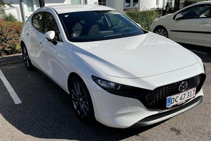 Billig billeje af Mazda 3 med GPS nær 7100 Vejle.