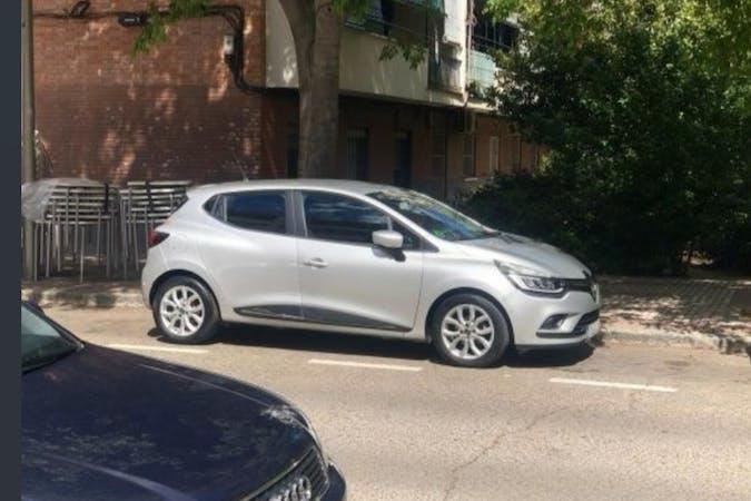 Alquiler barato de Renault Clio con equipamiento GPS cerca de 28022 Madrid.