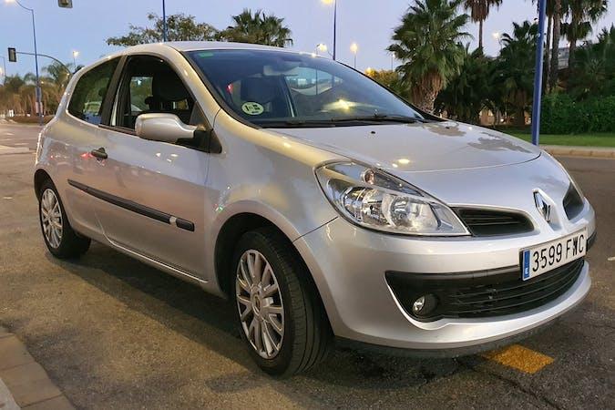 Alquiler barato de Renault Clio cerca de 41002 Sevilla.