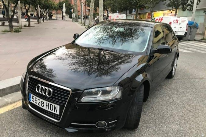 Alquiler barato de Audi A3 Sportback cerca de  Barcelona.