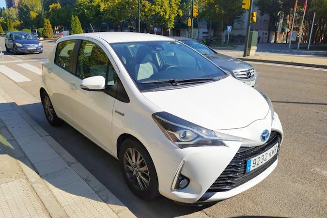 Alquiler barato de Toyota Yaris con equipamiento GPS cerca de 50018 Zaragoza.
