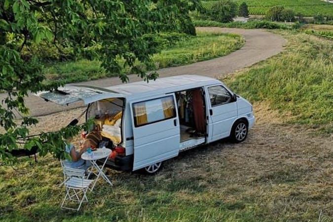 Billig billeje af Volkswagen Transporter nær 5230 Odense.