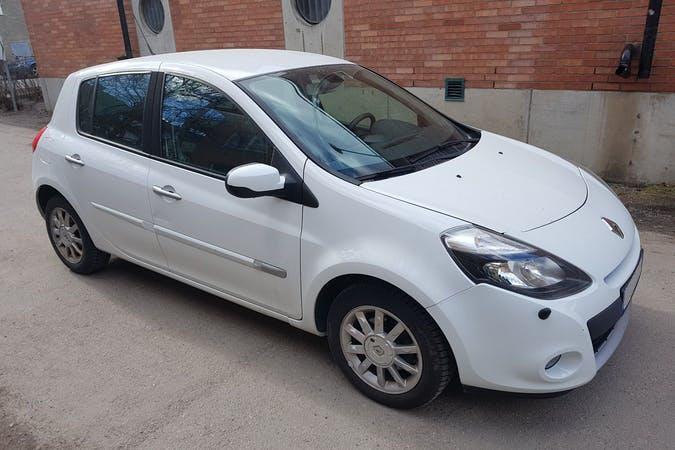 Billig biluthyrning av Renault Clio med Isofix i närheten av 121 44 Enskede-Årsta-Vantör.