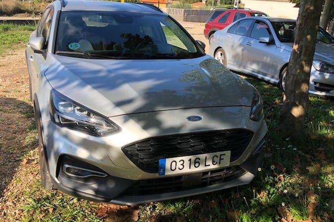 Alquiler barato de Ford Mondeo con equipamiento Bluetooth cerca de 46013 València.