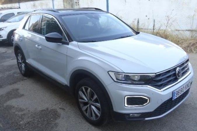 Alquiler barato de Volkswagen T-Roc con equipamiento GPS cerca de 28028 Madrid.