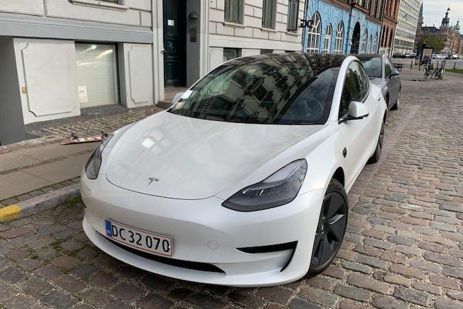 Billig billeje af Tesla Model 3 med GPS nær 1369 København.