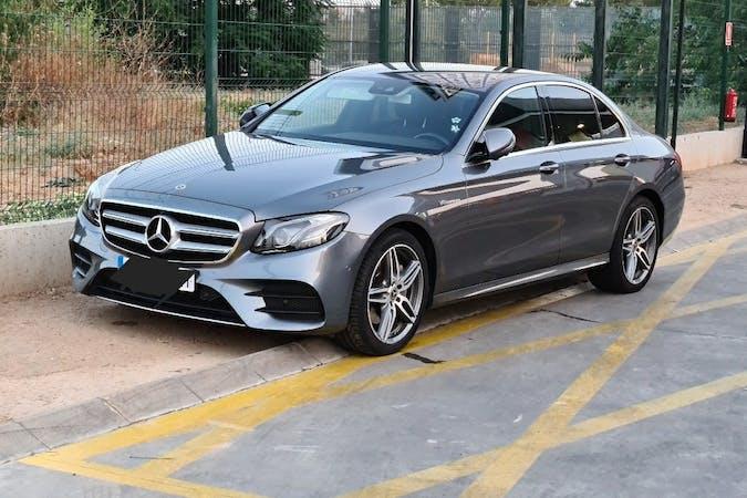 Alquiler barato de Mercedes E-Class con equipamiento GPS cerca de 41007 Sevilla.