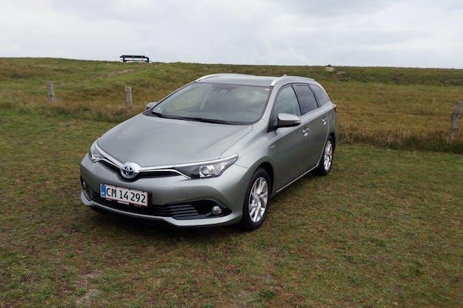 Billig billeje af Toyota Auris Hybrid med Isofix beslag nær 5250 Odense.