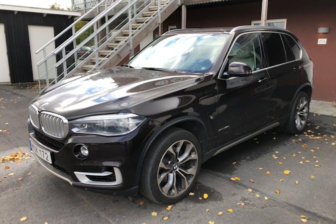 Billig biluthyrning av BMW X5 med GPS i närheten av 254 50 Mariastaden.