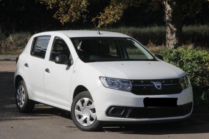 Alquiler barato de Dacia Sandero con equipamiento Fijaciones Isofix cerca de 08011 Barcelona.