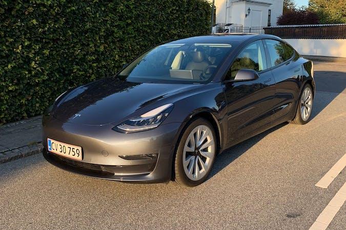 Billig billeje af Tesla Model 3 nær 2200 København.