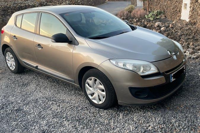 Alquiler barato de Renault Megane con equipamiento Bluetooth cerca de 35660 Corralejo.