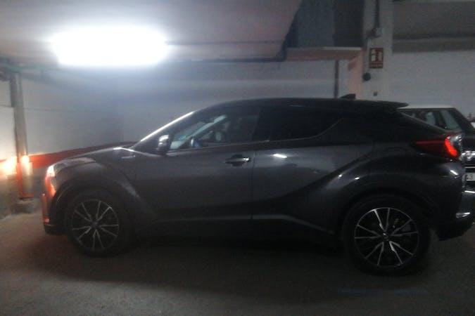 Alquiler barato de Toyota C-HR con equipamiento Fijaciones Isofix cerca de 28005 Madrid.