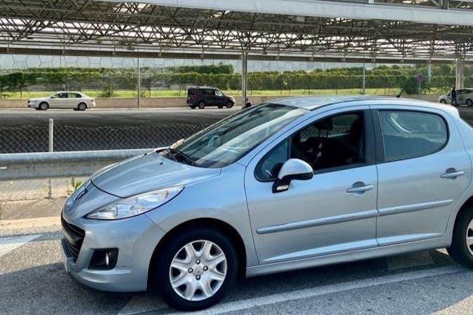 Alquiler barato de Peugeot 207 con equipamiento Fijaciones Isofix cerca de 29004 Málaga.