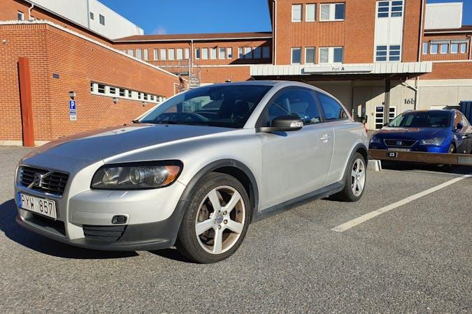 Billig biluthyrning av Volvo C30 i närheten av 128 30 Skarpnäcks Gård.