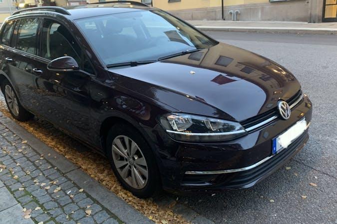 Billig biluthyrning av Volkswagen Golf Stationcar med Isofix i närheten av 164 52 Kista.