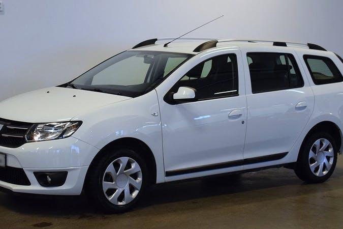 Billig biluthyrning av Dacia Logan med Isofix i närheten av  Östermalm.
