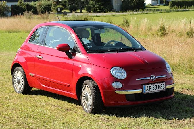 Billig billeje af Fiat 500 Lounge 1.2 med AUX/MP3 indgang nær 2100 København.