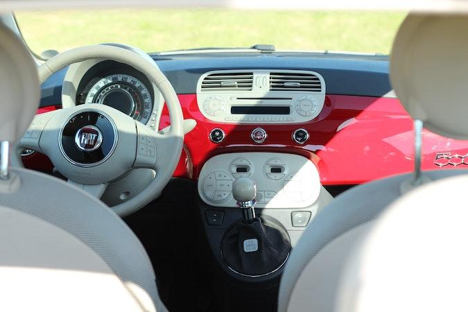 Billig billeje af Fiat 500 Lounge 1.2 med CD afspiller nær 2100 København.