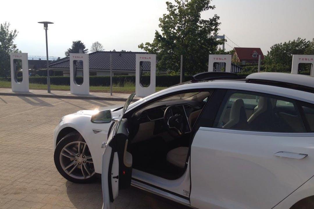Billig billeje af Tesla Model S85 nær 8200 Aarhus.