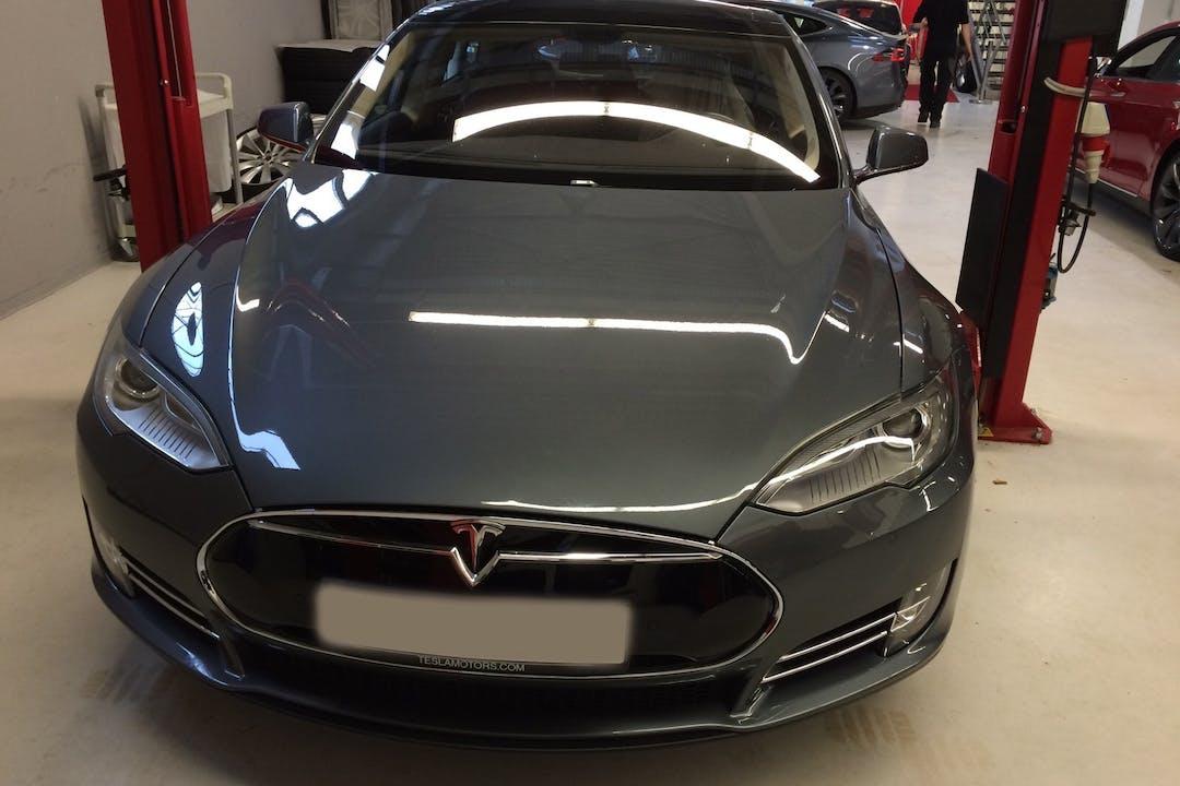 Billig billeje af Tesla P 85+  nær 2100 København.