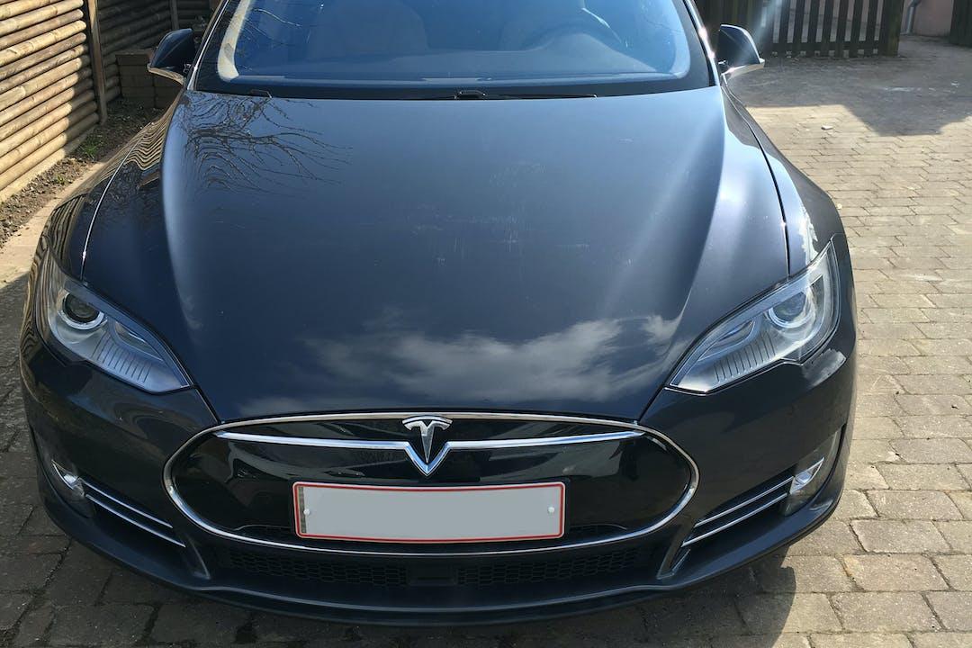 Billig billeje af Tesla model S nær 2100 København.