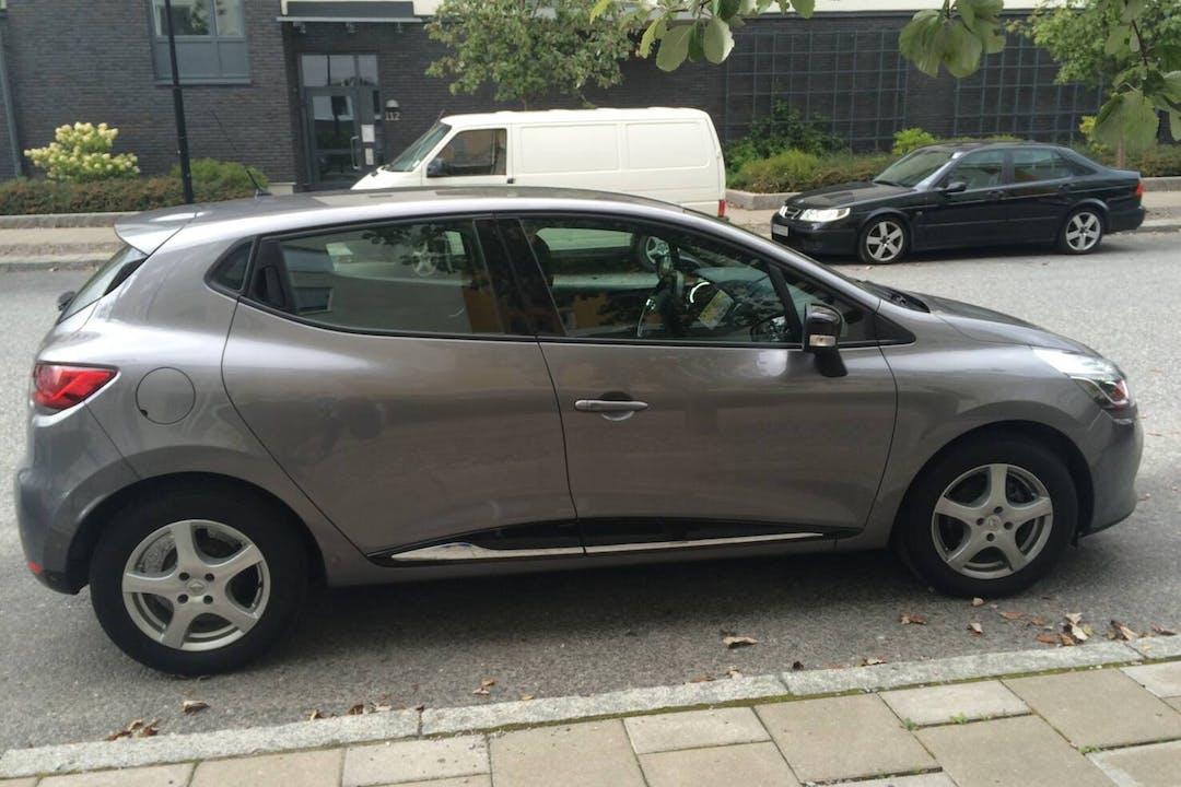 Billig biluthyrning av Renault Clio IV med GPS i närheten av 169 74 Solna.