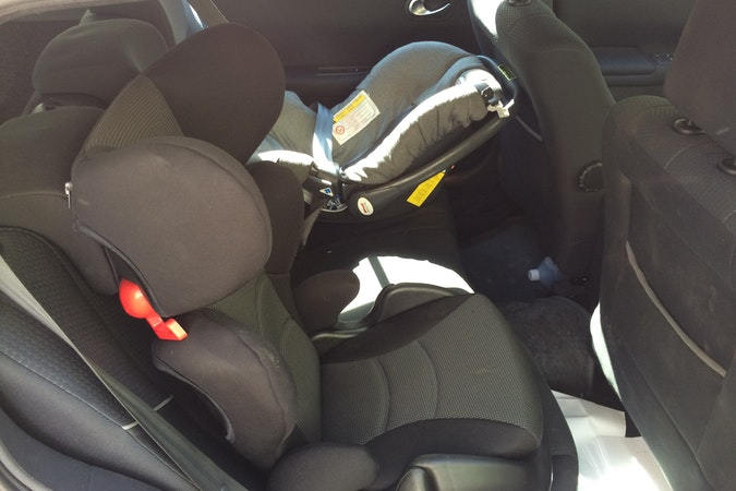 Billig biluthyrning av Renault Megane  med CD-spelare i närheten av 121 39 Stockholm.
