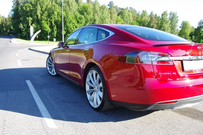 Billig leie av Tesla P85D  med Isofix-beslag nærheten av 0355 Oslo.