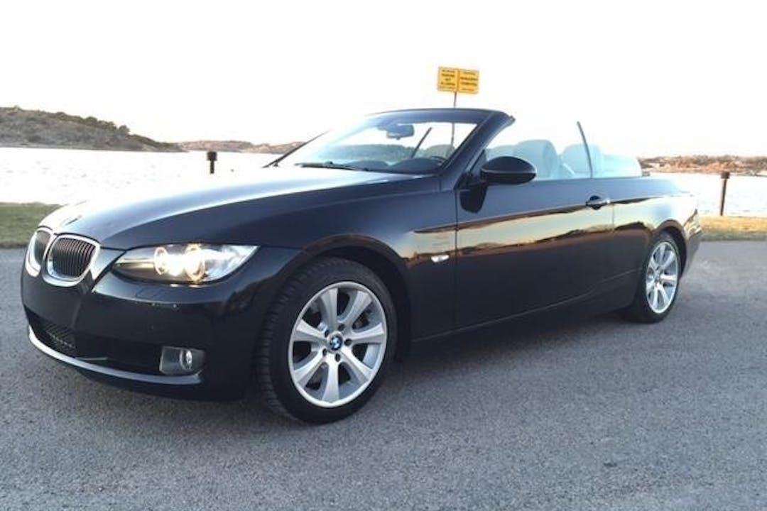 Billig biluthyrning av BMW 330i cab i närheten av 423 36 Göteborg.
